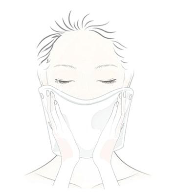 Dùng một chiếc khăn ngấm nước ấm đắp lên mặt trong khoảng ba đến năm phút để lỗ chân lông mở ra.