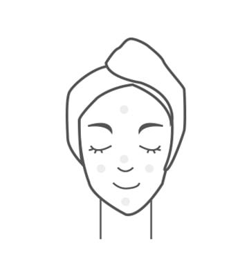 Dùng con lăn mát xa da mặt trước khi sử dụng mặt nạ ngủ